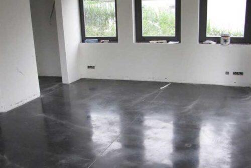 Appliquer un revêtement de sol époxy sur une couche précédente