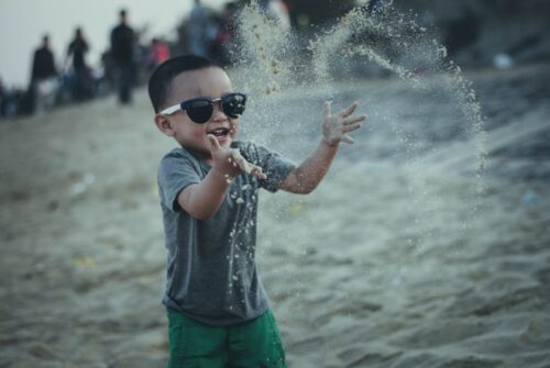 Choisir des lunettes de soleil pour son enfant